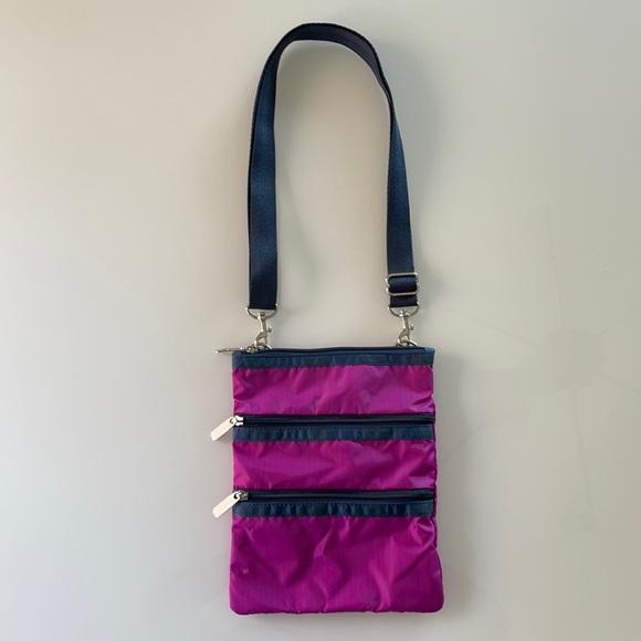 NWOT Le Sportsac pink & navy crossbody bag